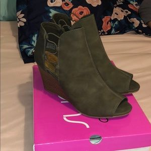 Brand new olive wedge sandals